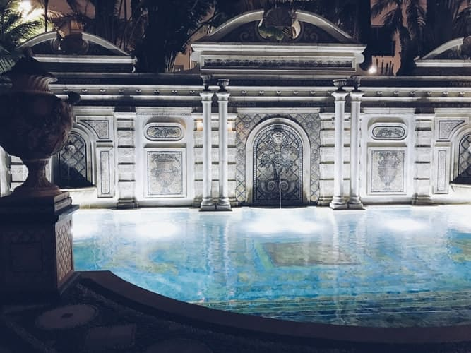 Amazing Facts About Versace Brand (Part I)